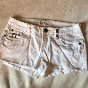 DECREE white denim shorts